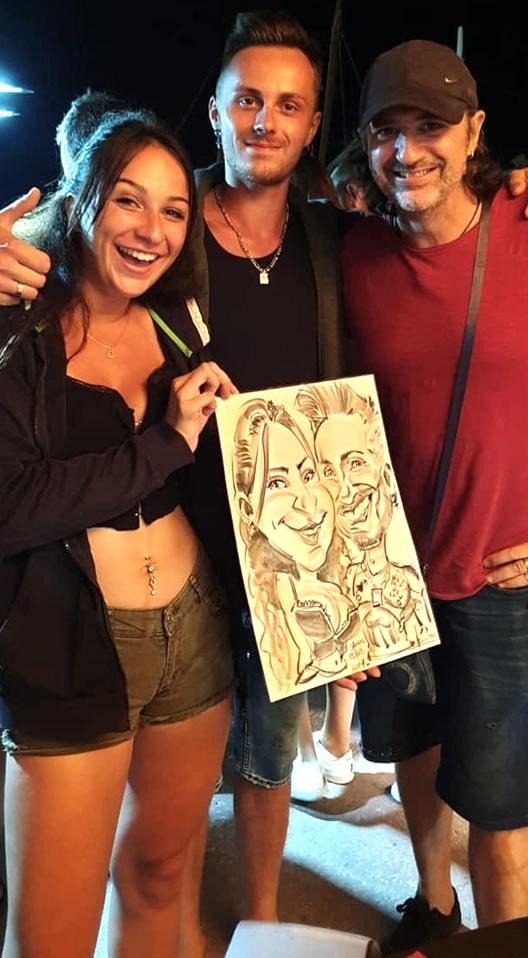 L'artiste et ses victimes au marché nocturne de Bandol